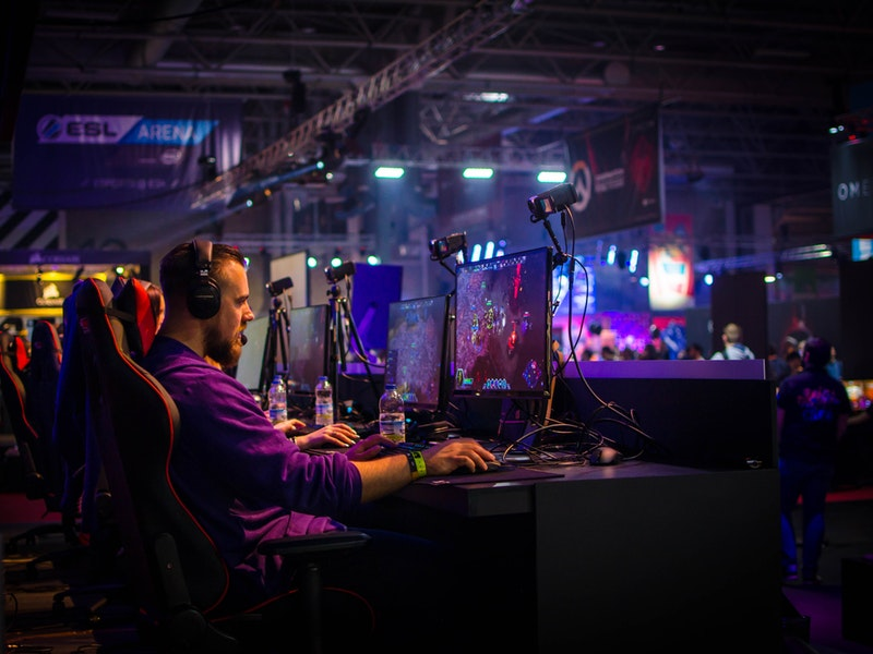 Five Advantages and Benefits of Online Gaming
